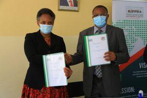 KIPPRA_Executive_Director_exchanges_signed_MoU_with_Kisii_University_VC_Prof._John_Akama_